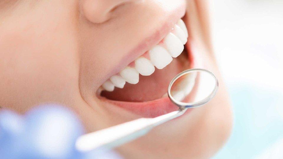 Prévoir une assurance couvrant les soins dentaires d urgence lors d un  voyage au Canada bc14f47c6d96
